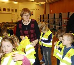 Slysavarnarvesti-gjöf til skólans í jan. 2010